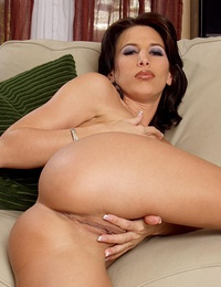 Pretty-faced brunette displaying her cum-loving pussy hole.